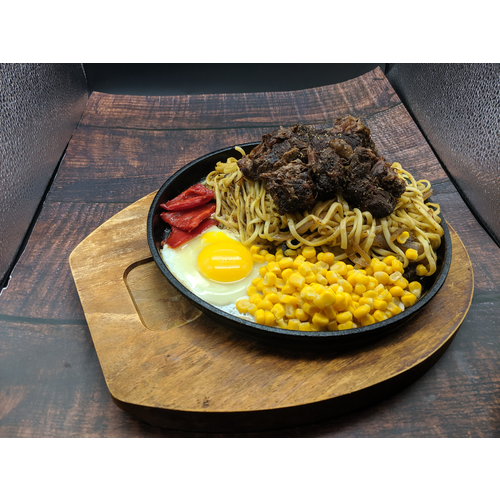 Sizzling Beef w/ Noodle 骰子牛鐵板麵